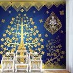 วอลเปเปอร์พิมพ์ลายต้นโพธิ์สีเหลืองทอง ลายเทพพนม พื้นหลังสีน้ำเงิน