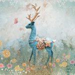 วอลเปเปอร์สั่งพิมพ์ราคาถูก ลายกวางป่าสีฟ้า กลางสวนดอกไม้ ตกแต่งบ้าน
