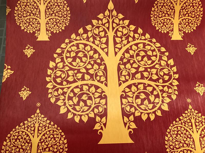 รับตกแต่งห้องพระด้วยวอลเปเปอร์ ลายต้นโพธิ์สีทอง พื้นสีแดง