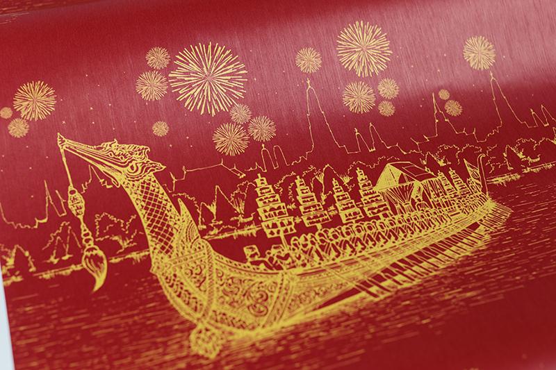 วอลเปเปอร์ลายไทยแต่งวัด ลายเรือสุพรรณหงส์ สีแดง วัสดุคุณภาพ