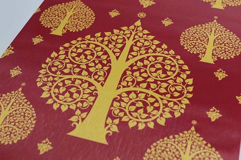 วอลเปเปอร์ แต่งฉากหลังห้องพระ ลายต้นโพธิ์สีทอง พื้นสีแดง