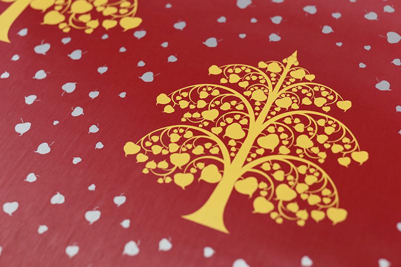 วอลเปเปอร์ลายไทยแต่งวัด ลายต้นโพธิ์ทอง ใบโพธิ์เงิน พื้นสีแดง