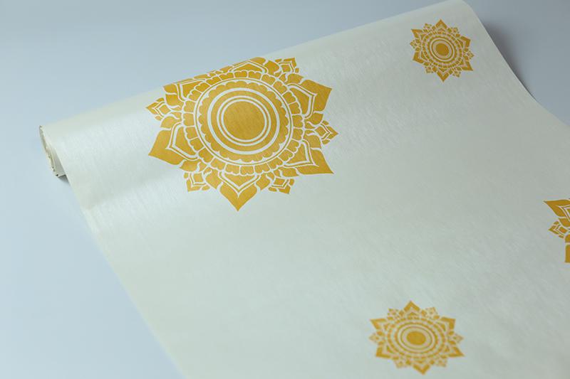วอลเปเปอร์ แต่งฉากหลังห้องพระ ลายดอกดาว สีทองพื้นขาว