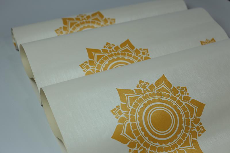 วอลเปเปอร์ติดโบสถ์ ลายดอกดาว สีทองพื้นขาว วัสดุไวนิล เช็ดถูทำความสะอาดง่าย