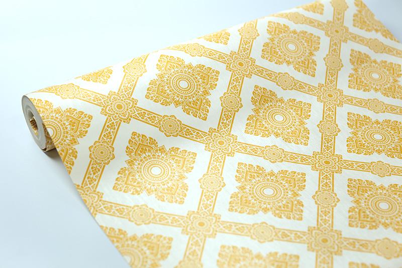 วอลเปเปอร์ห้องพระลายดอกประจำยาม สีทองพื้นขาว วัสดุไวนิล หนาพิเศษ ทนทาน