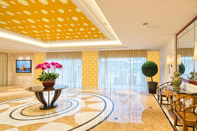 ขายวอลเปเปอร์ลายไทย ลายดอกดาว โทนสีเหลือง ตกแต่งเพดานห้อง